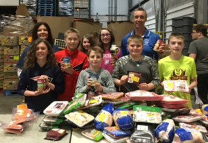 20160420-Student-Council-at-Food-Bank