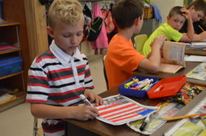DPS students writing letters to veterans