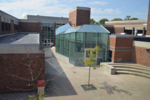 New cafeteria seating expands into courtyard