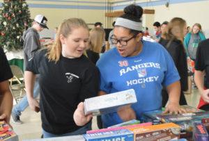 Students organize Christmas gifts at CoNSERNS-U