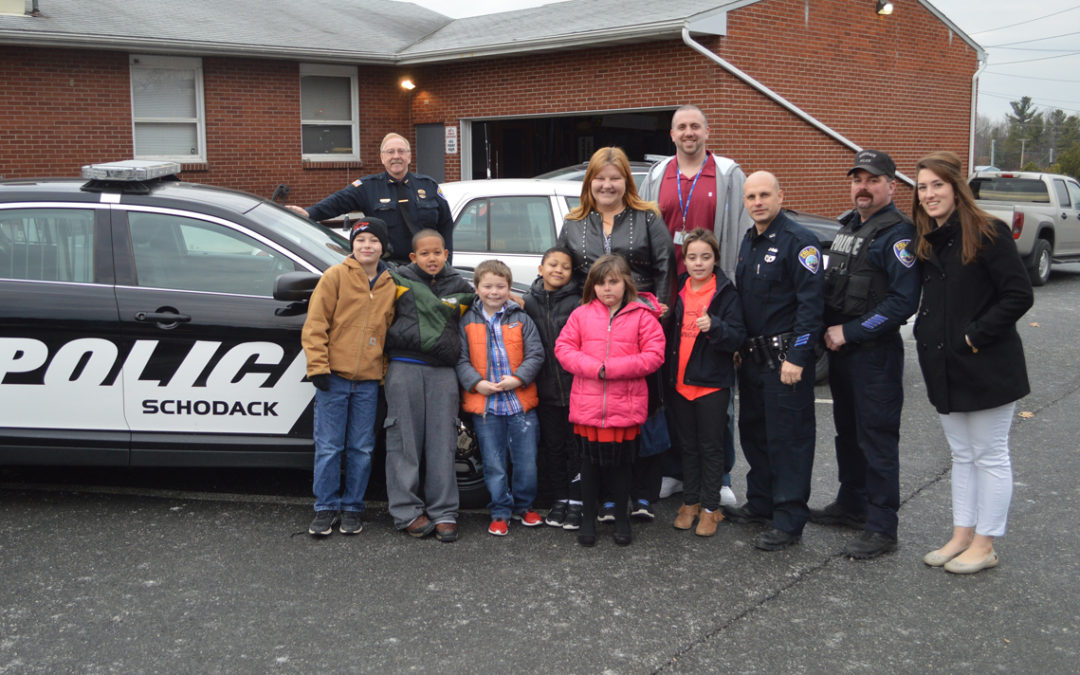 Students Thank Police Officers