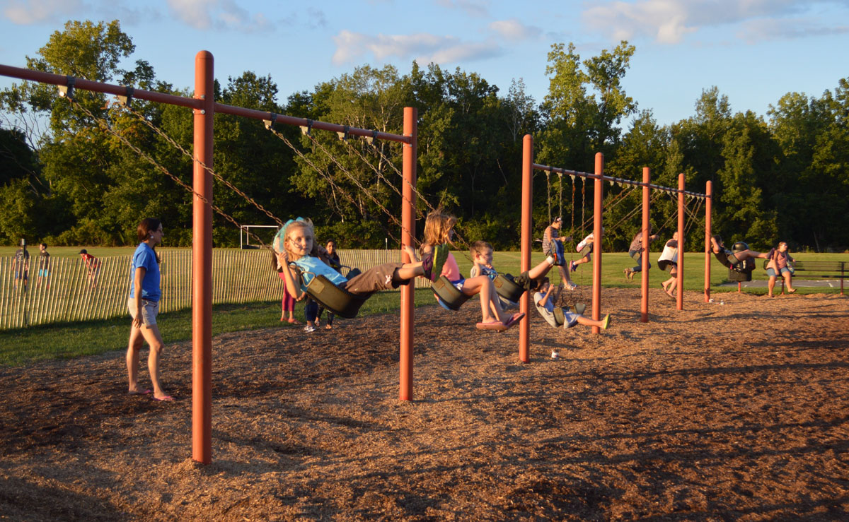 Genet students on the swings