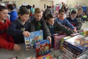 Students volunteering at the CoNSERNS-U Christmas Store