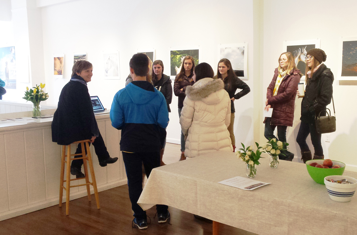 Students visit Ellen Lynch Gallery