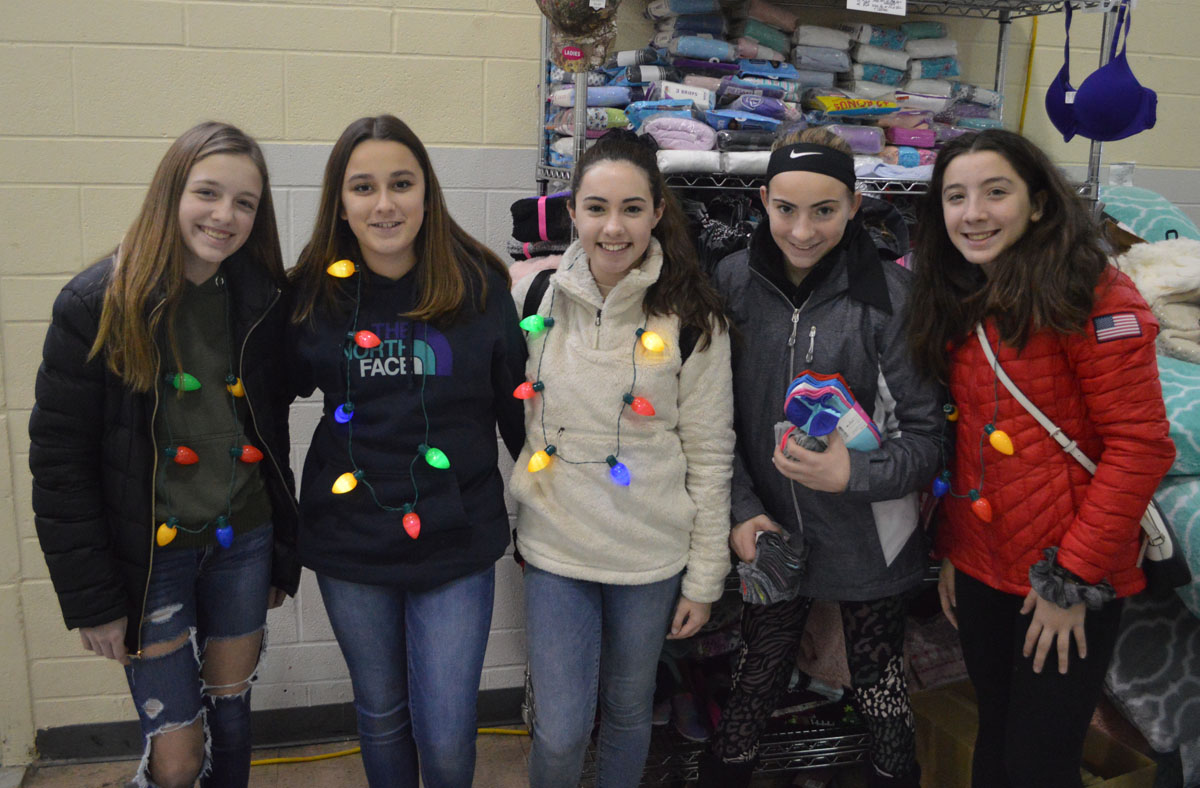 Students volunteering at CoNSERNS-U Christmas Store