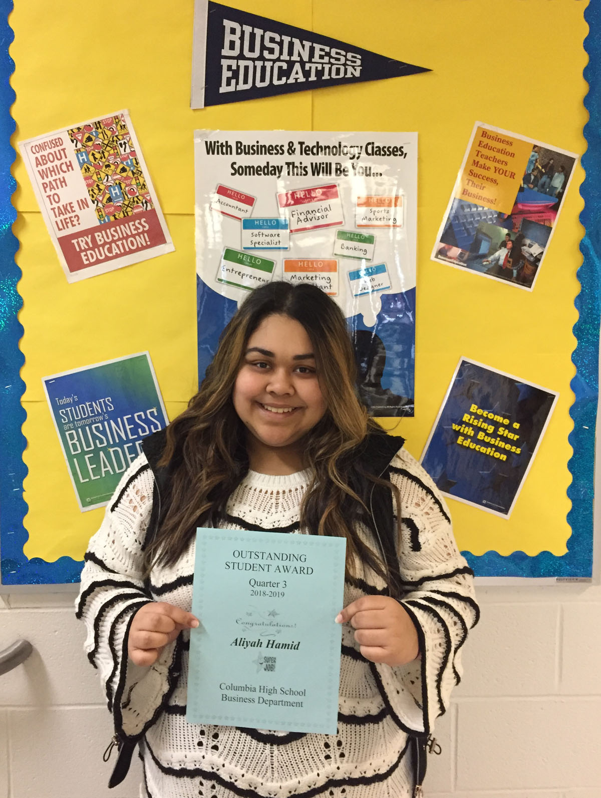Aliyah Hamid holding certificate