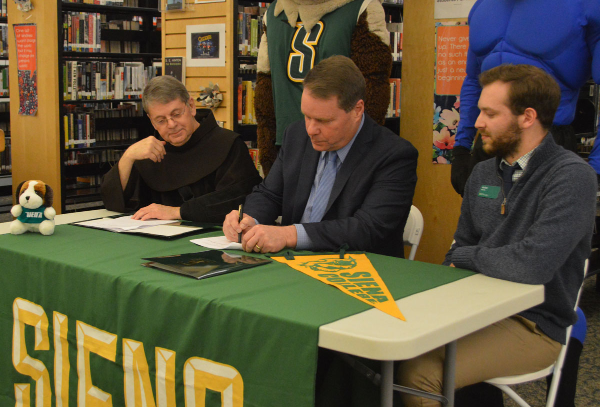 Superintendent Jeff Simons signs partnership with Siena College