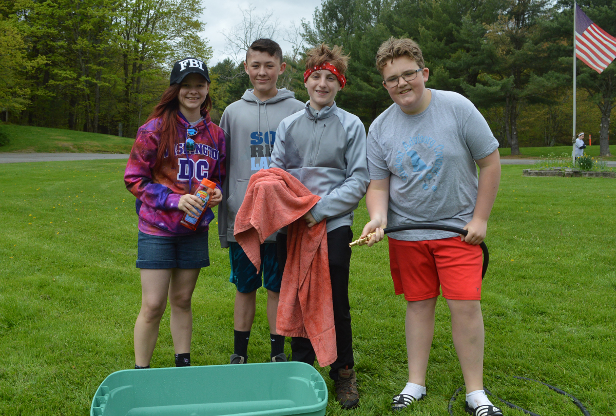 Students volunteer at Dog Wash and Walk fundraiser