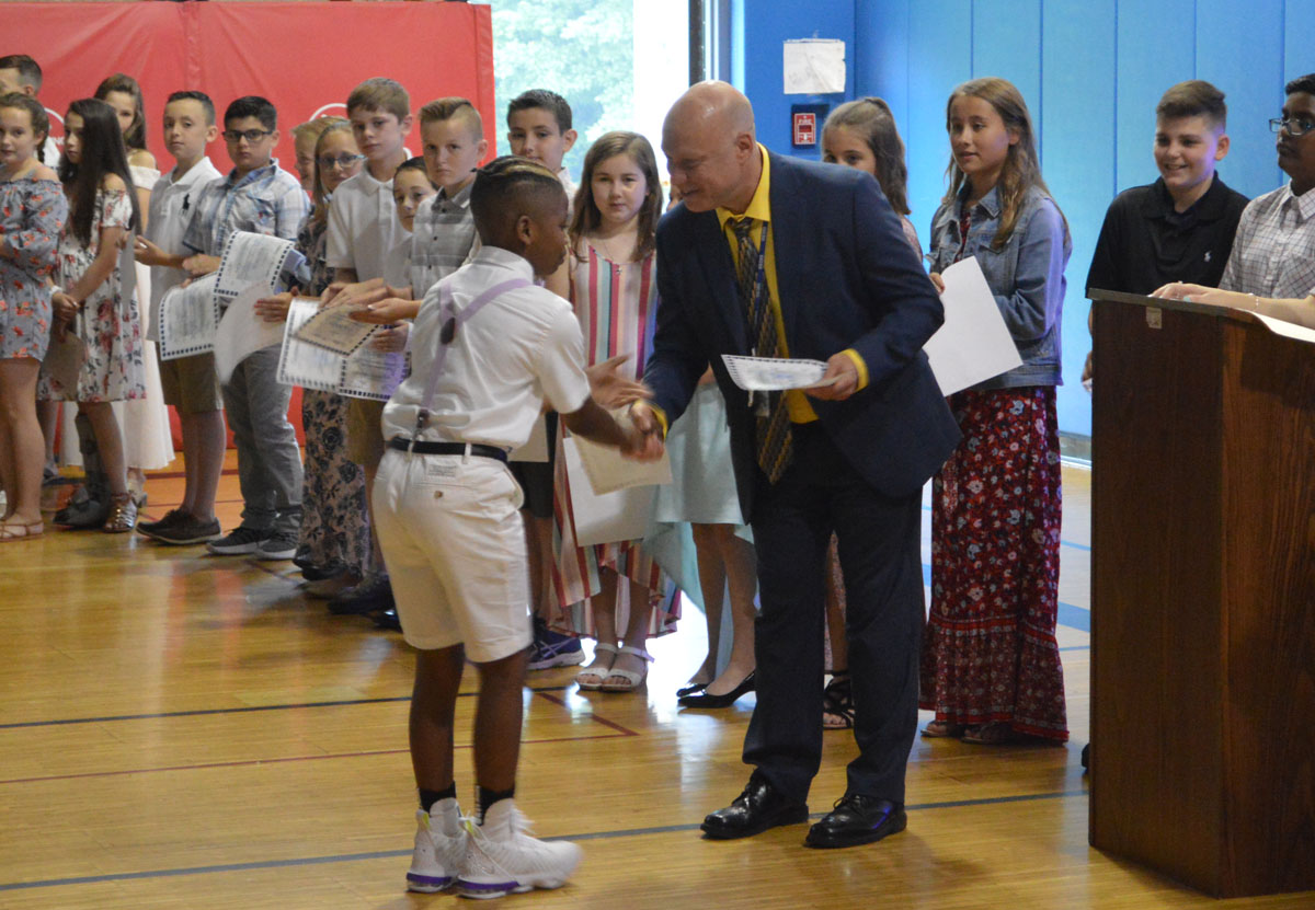 Student receives certificate from Principal Mahar