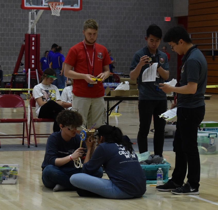 Ryan Doyle and Nidhi Shah prepare for their Mousetrap Vehicle run.