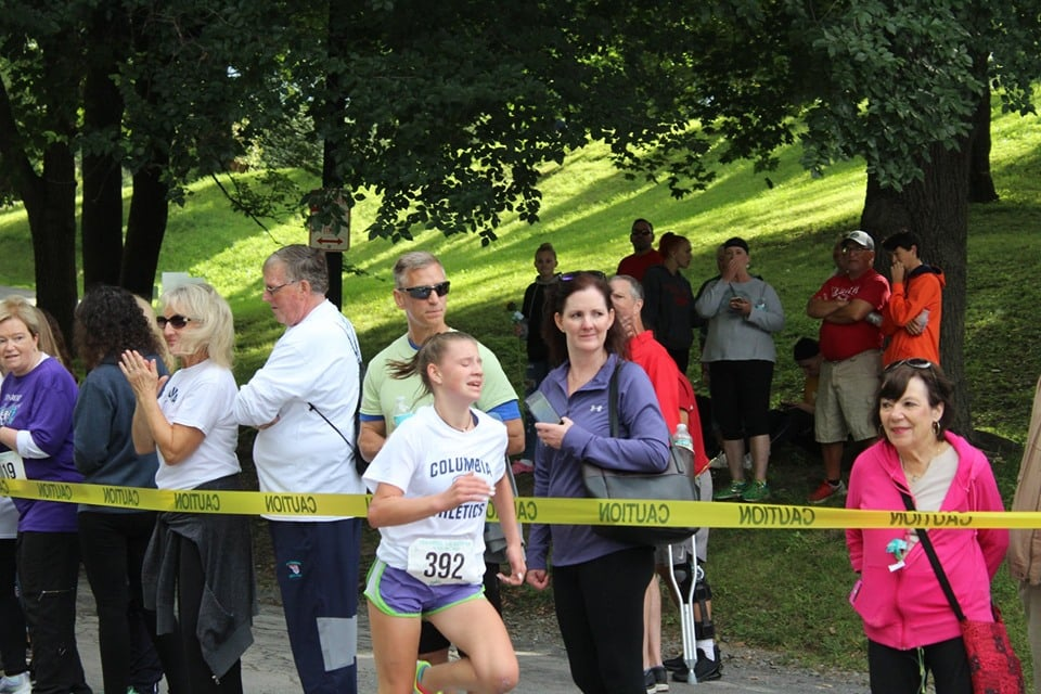 Abby Moxon running in 2019 Teal Ribbon Run