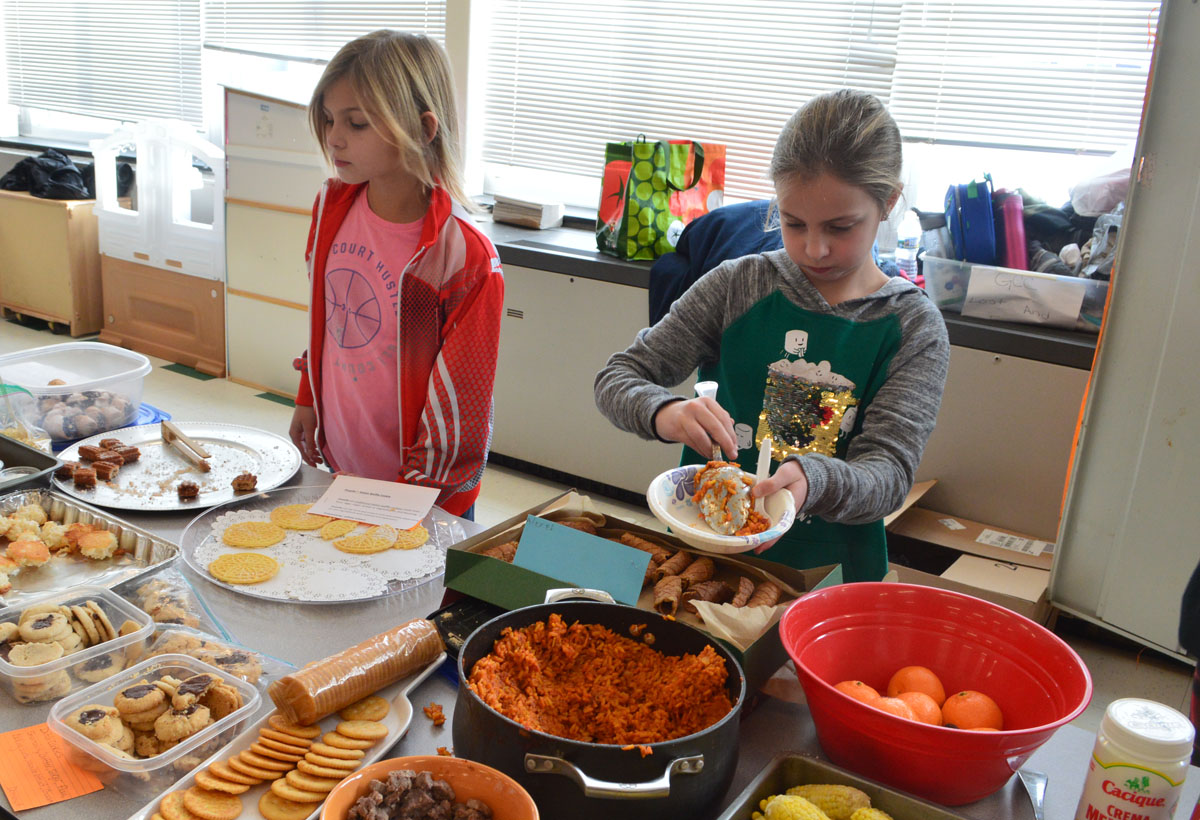 Students dish out food from buffet in Green Meadow cafeteria