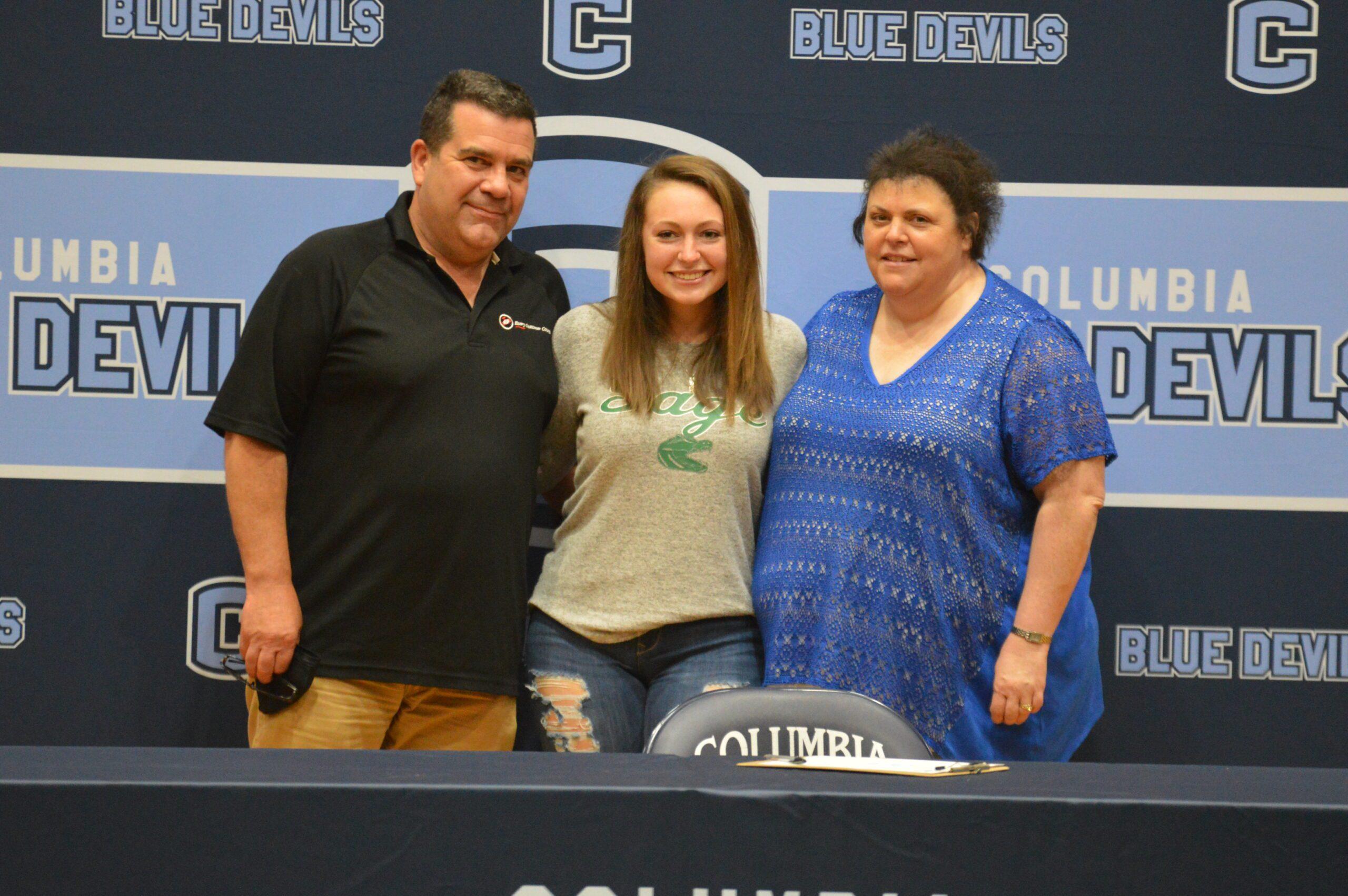 Shauna Lanoue college signing